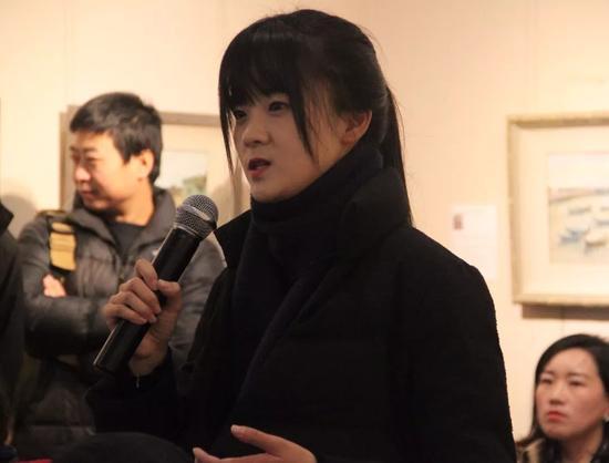 参展学员代表王煜女士讲述写生创作感言