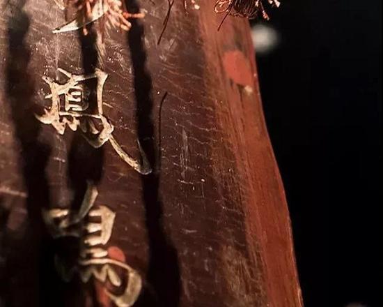 """""""彩凤鸣岐""""古琴断纹"""