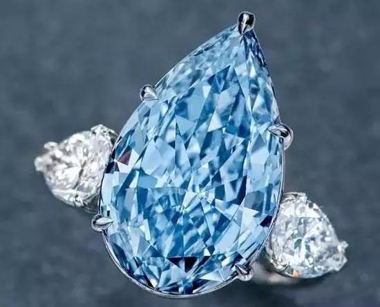 8.26克拉蓝色钻石配钻石戒1.2036亿港币成交