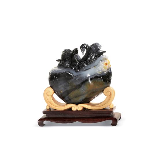 02475 冯钤 新疆和田玉三色青花籽料相濡以沫摆件 规格:8.2×7.2×4.0cm 独籽 重量:333g