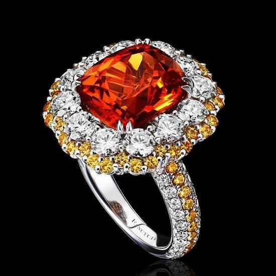 芬达石戒指,颜色浓艳却很美。