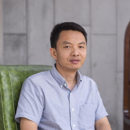 胡斌 批评家,策展人,广州美术学院美术馆副馆长