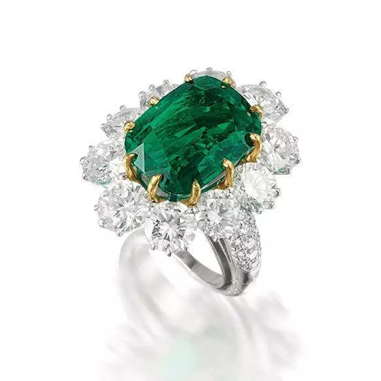 10.09克拉天然无经处理哥伦比亚祖母绿配钻石戒指 2014年11月26日 成交价:港币7,240,000