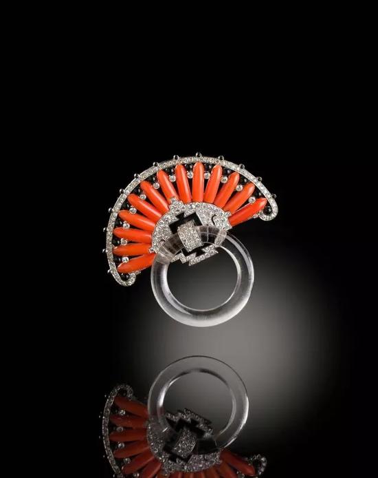装饰艺术时期缅甸红宝石配钻石戒指,约1930年代 2014年12月4日 成交价:英镑362,500 港币3,970,000