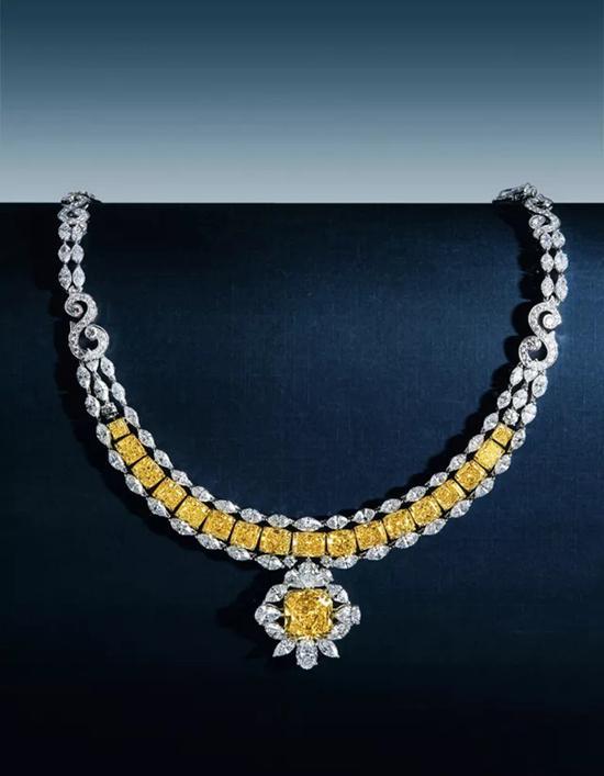 27.25克拉 彩黄色 钻石项链   成交价:RMB 3,335,000