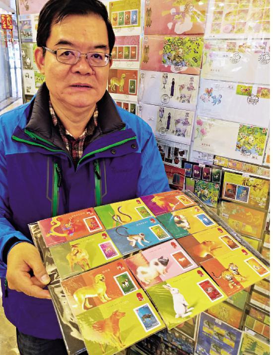 邮票收藏家何明新拥有过万珍藏邮票