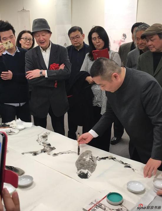 画家、上海书画院执行院长丁一鸣现场挥毫