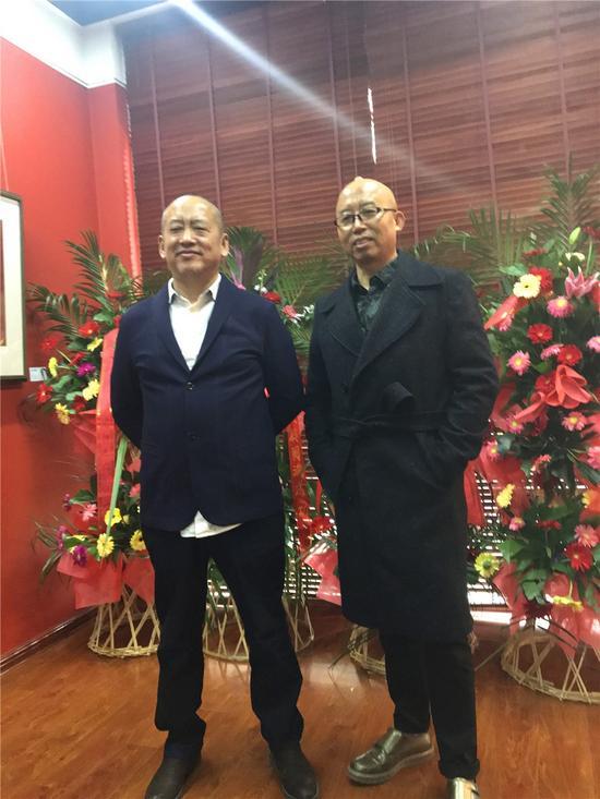 策划人杨佴旻博士与艺术家王华祥先生