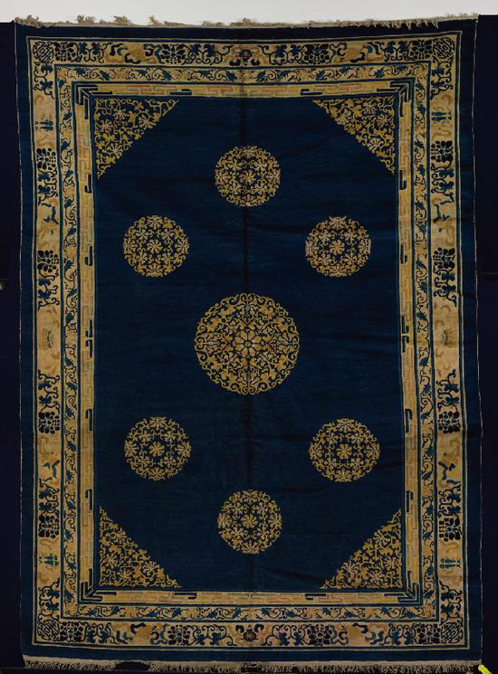 蓝地团花八宝纹炕毯