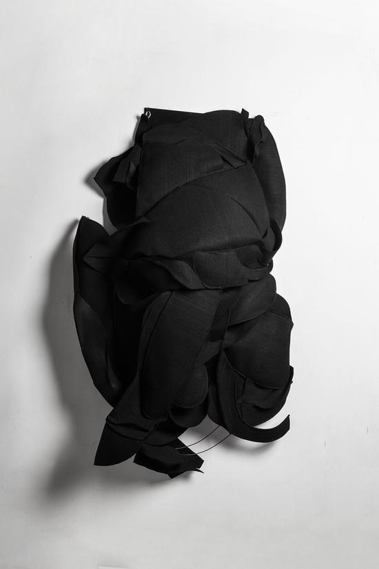 刘符洁《尼苛徳摩的头像之一》130x45x165CM   工业毛毡  2015年