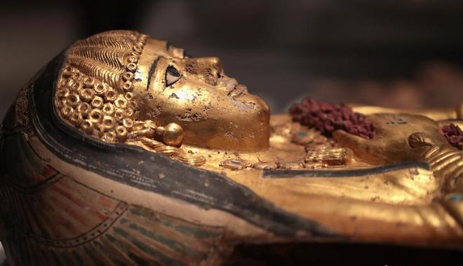 美国博物馆展出大批木乃伊文物 现场进行扫描