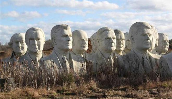43座总统半身雕像被遗弃 破烂不堪晚上略恐怖