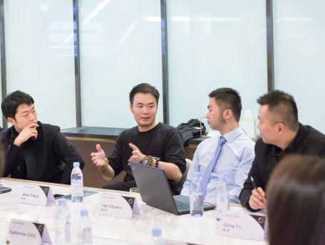 新诺亚文化发展集团总裁郑超(左二)