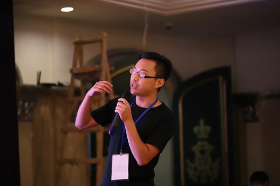 七创社运营总监周京介绍《凹凸世界》项目合作及七创社新作《斩兽之刃》预告片展播