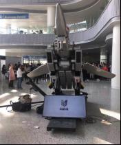 Harmony Gold及REED POP合作的太空堡垒1:9金属全自动变形VF战机变形雕塑亮相于美国芝加哥C2E2漫展。该作品是目前为止全世界最复杂的大型变形机械装置。