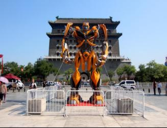 2014年美国派拉蒙公司为变四中国巡展用制作金刚雕塑并且从前门巡展至成都西博会,轰动业界,为电影的推广和宣传起到了巨大的作用