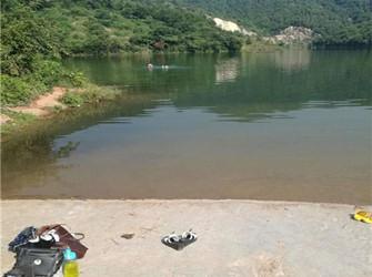 重庆两男两女三伏天相约到水库野浴 被民警劝回
