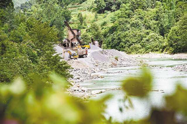 重庆106公里河道上竟有30多个采砂场 严重破坏生态