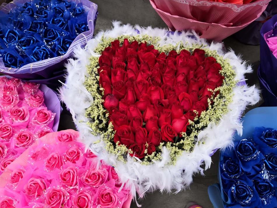 打望情人节前的重庆花市