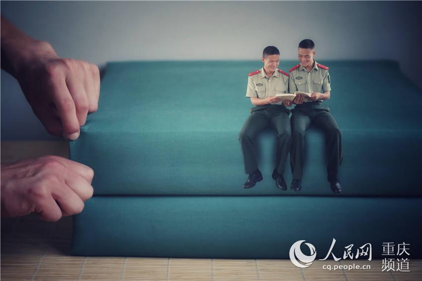 """重庆老兵晒创意""""退伍照""""纪念军旅生涯"""