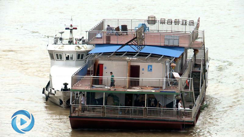 重庆:6艘非法餐饮船舶全部拆解