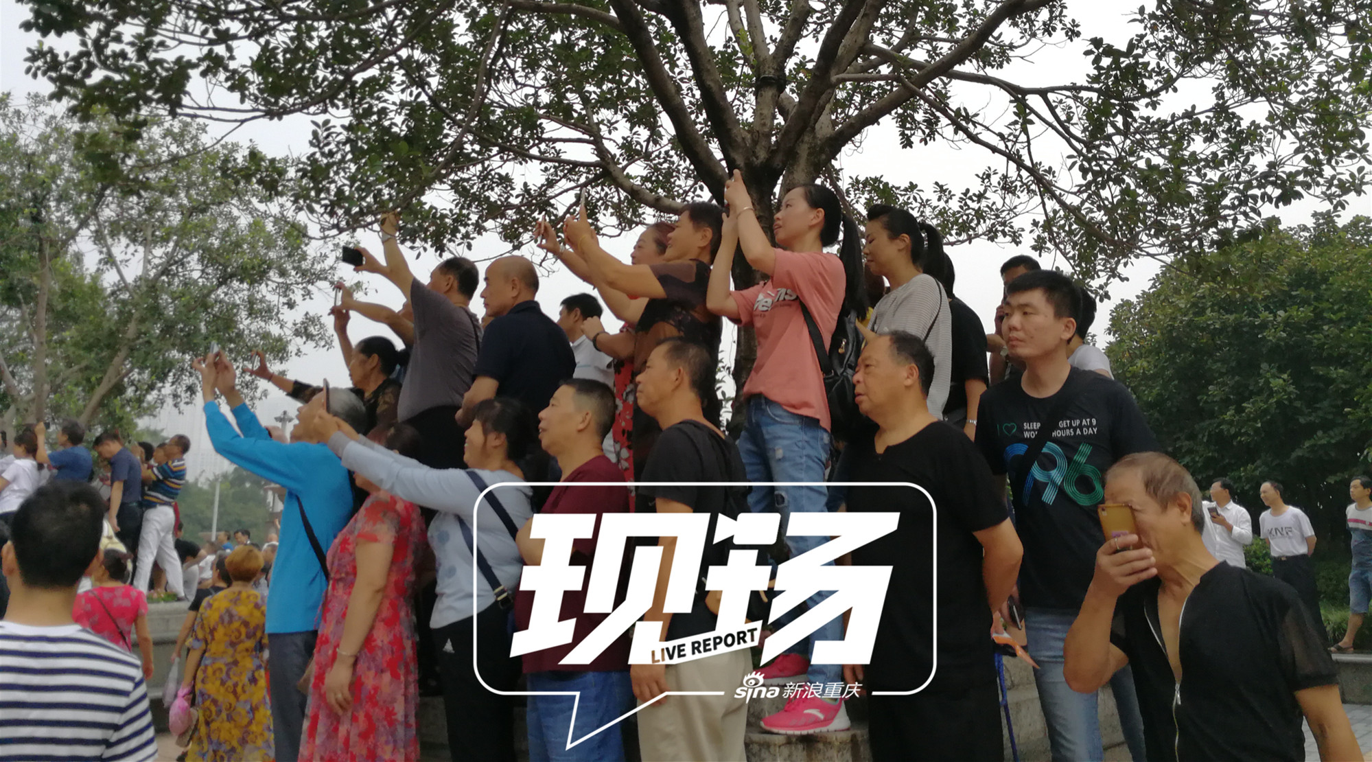 重庆来福士开业 上万市民现场打卡