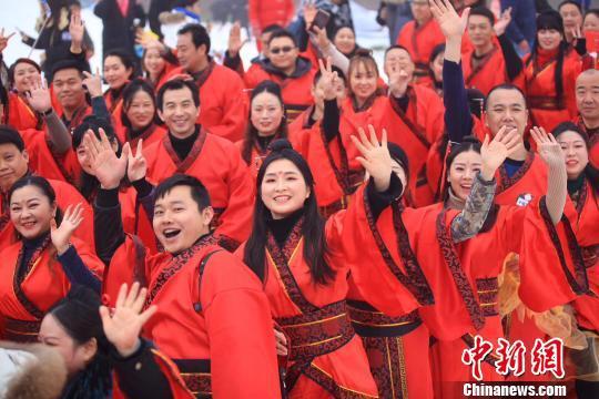 图为集体婚礼现场。 武隆仙女山景区供图 摄