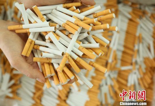图为警方查获的假冒伪劣卷烟。 警方供图
