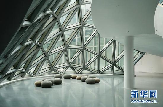 图为悦来美术馆内部照片。新华网 韩梦霖 摄