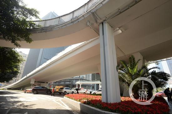 △4月2日,渝北区金龙桥完成了涂装改造
