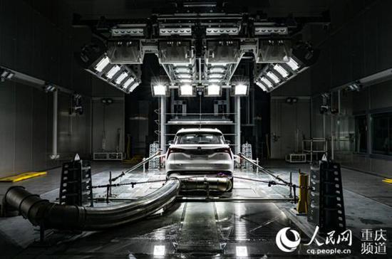 中国汽研汽车环境风洞,可真实模拟各种温湿度、阳光、风雪等气候条件。邹乐 摄
