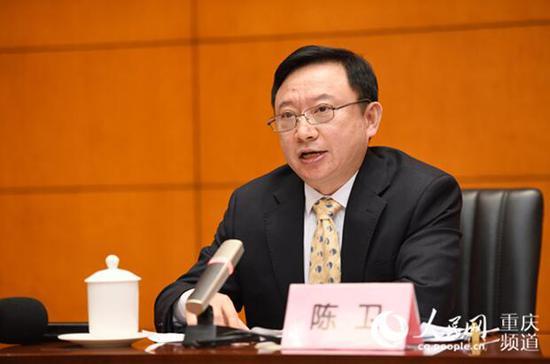 重庆市生态环境局副局长陈卫介绍相关情况。邹乐 摄