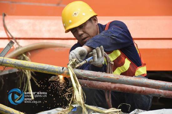 受过境洪水影响 涪江大桥将延至9月底通车
