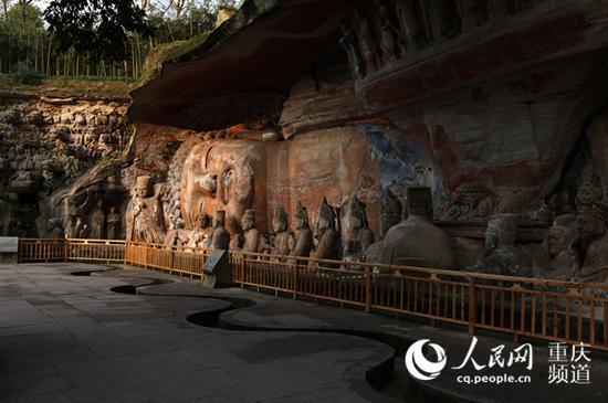 世界最大石雕半身卧佛像——释迦牟尼涅槃图