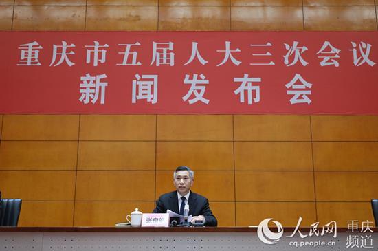 重庆市五届人大三次会议新闻发布会现场。刘敏 摄