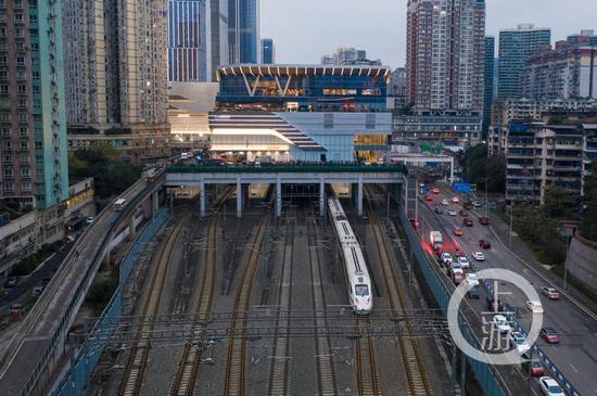 △去年底,全国首例高铁TOD项目重庆金沙天街投用。