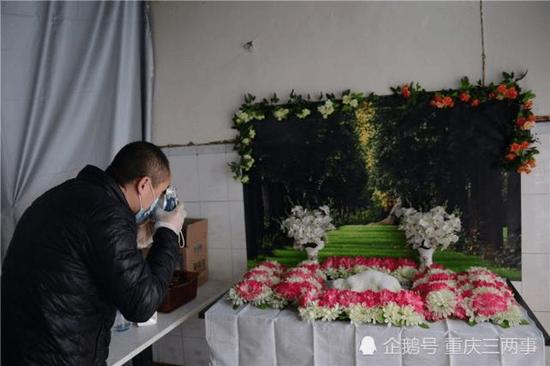 杨宇帮宠物主人留下最后的纪念。摄影 邹乐