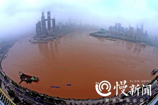 早上7点多钟,长江、嘉陵江洪峰安然通过重庆主城。