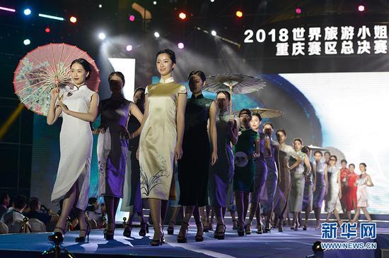 图为选手在旗袍展示环节。新华网 李相博 摄
