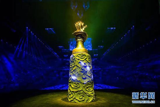 圖為2018中國冰壺公開賽獎杯。新華網發(賽事組委會供圖)
