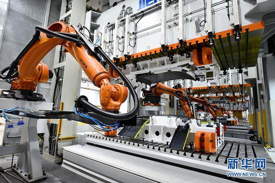 近日,位于两江国际汽车城内的金康新能源工厂启动试运营。新华网发