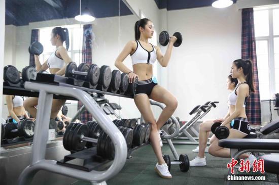 无氧训练肌肉塑性效果更好。 钟欣 摄