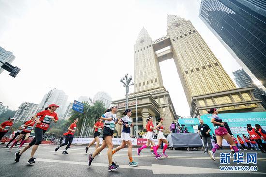 2019重庆女子半马比赛现场。新华网 张免摄