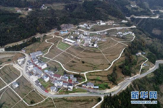 11月22日,初冬的茶山村。新华网 李相博 摄
