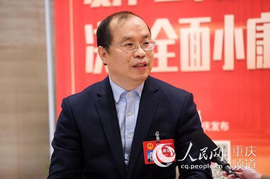 重庆市人大代表、巫溪县委书记唐德祥。邹乐 摄