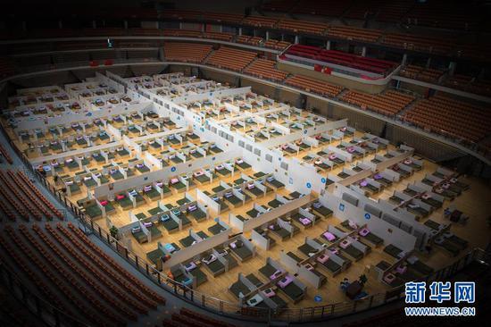 2月12日拍摄的武汉体育中心方舱医院。 新华社记者 肖艺九 摄