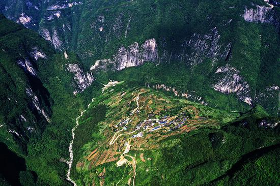 ↑7月3日拍摄的下庄村(无人机照片)。新华社记者 王全超 摄
