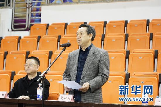 重庆市人大常委会副主任、市总工会主席夏祖相发表讲话。新华网发(刘巧 摄)