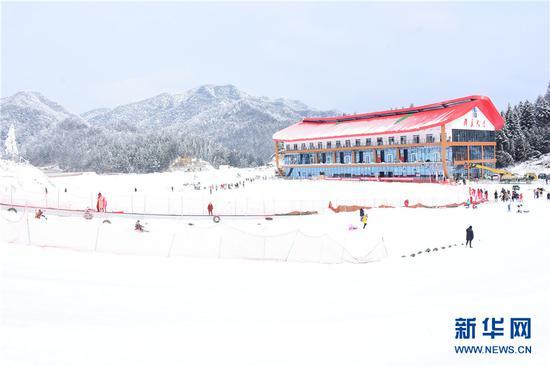 石柱县冷水国际滑雪场滑具大厅。新华网发(付光禄 摄)