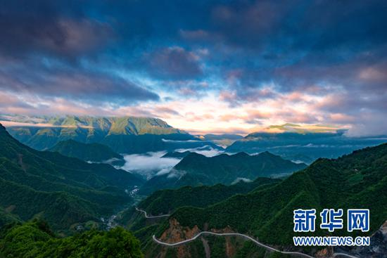 大山里城口至陕西省的公路。新华网 发(城口县委宣传部供图)